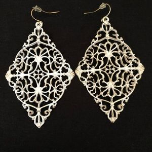 White&Gold provincial inspired dangling earrings